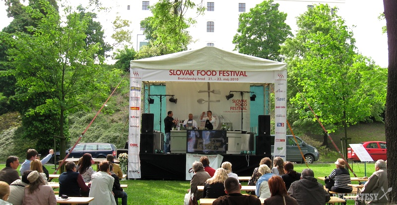 Publikum a festivalový stan