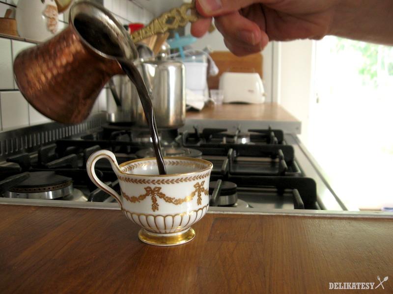 Arabská káva s kardamómom