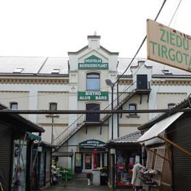 Ak tržnicu v Rige milujete, môžete sa priamo v nej aj ubytovať