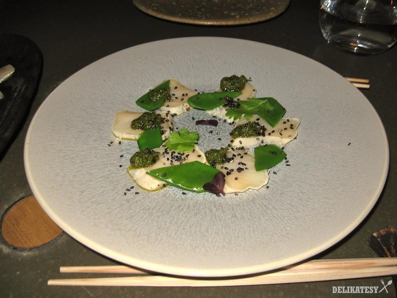 Tataki z maslovej ryby s koriandrovým pestom