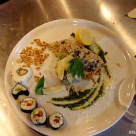 Takto podľa mňa vzniklo fusion. Zvyšky risotta a sushi, veď ryža jak ryža...