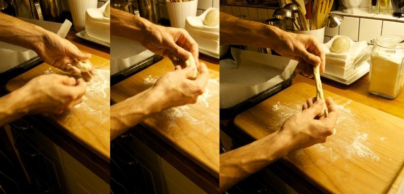 Prstami natiahnute guličku na podlhovastú paličku