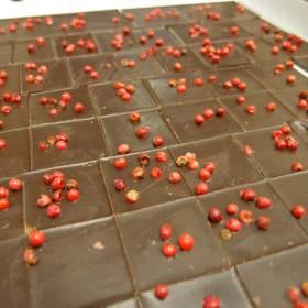 Tabličky čokolády s červeným korením