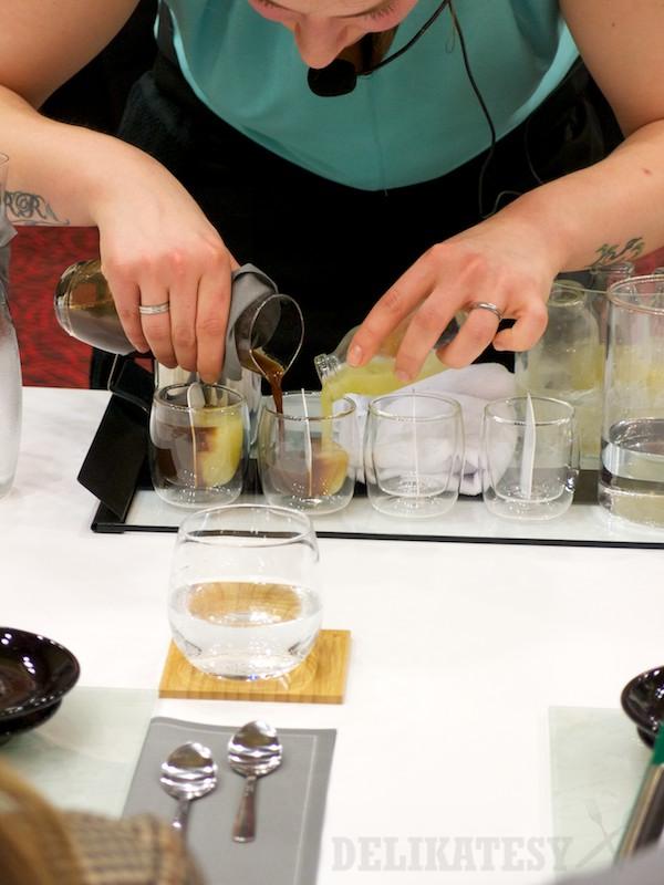 Monika Pálová pripravuje svoj voľný nápoj