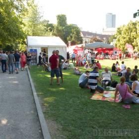 Festivalový ruch v Medickej záhrade