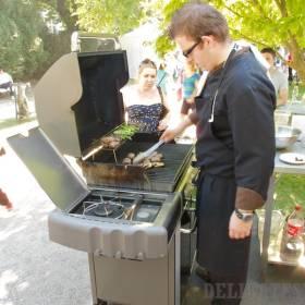 Tomáš Lysý z Fou Zoo griluje