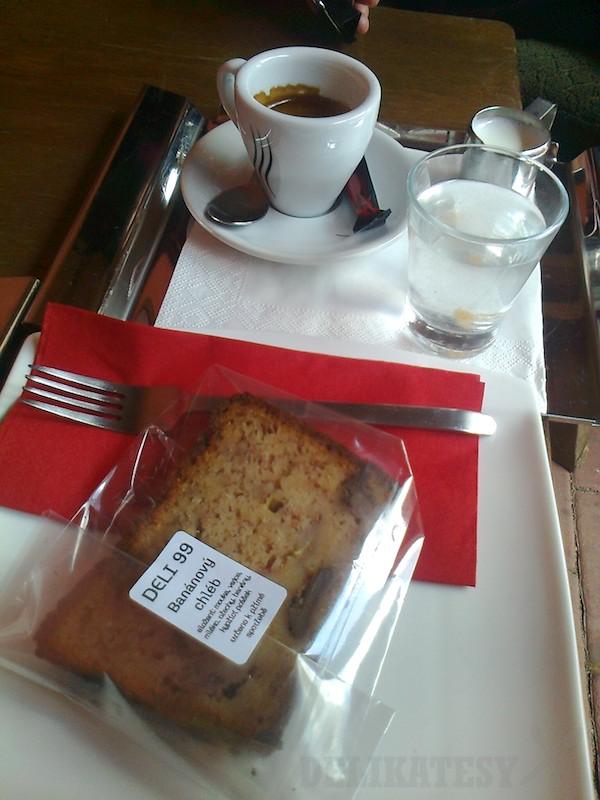 Espresso a banánový chlieb v Deli 99