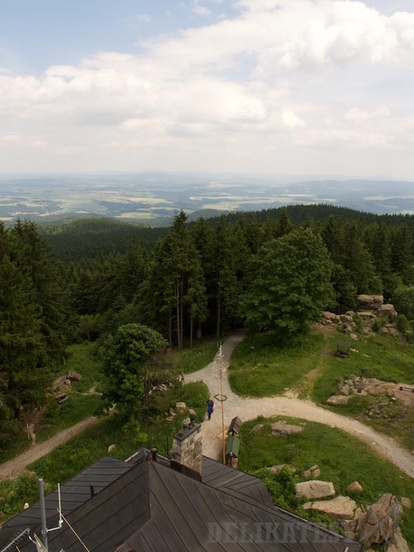 Výhľad z vrcholu kopca Kleť