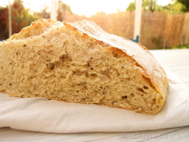 Striedka kôprového chleba