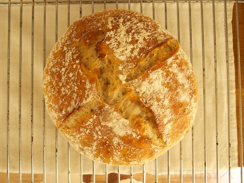 Chlieb s krížovým zárezom