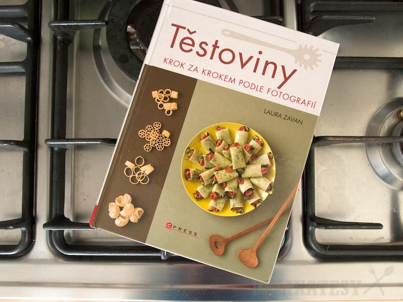 Kniha Těstoviny - Krok za krokem podle fotografí od Laura Zavan