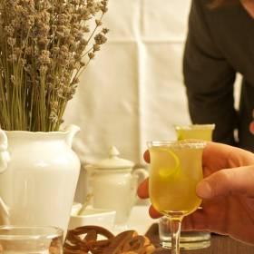 Voľný drink s levanduľou