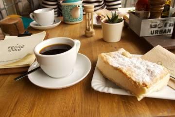Filtrovaná káva a krémeš