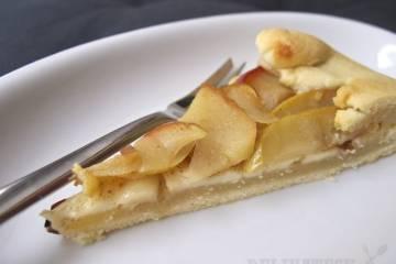 Kúsok galette s brie, mandlami a jablkami