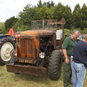 Divá verzia traktora