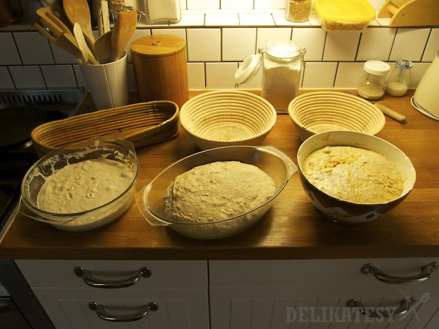 Tri kváskové chleby nakysnuté v chladničke