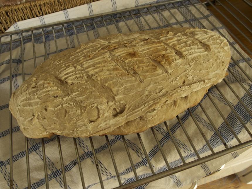 Dopečený chlieb v grile