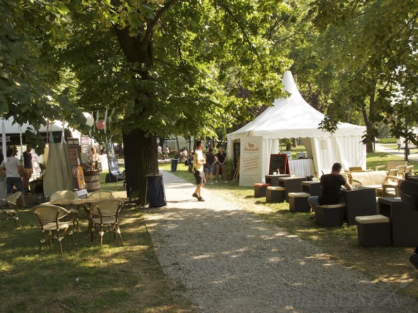Festivalová ulička v parku