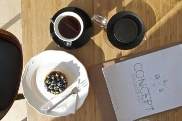 Káva so zákuskom