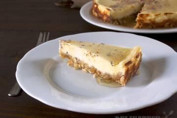Cheesecake - kozí syr a kamilkový sirup