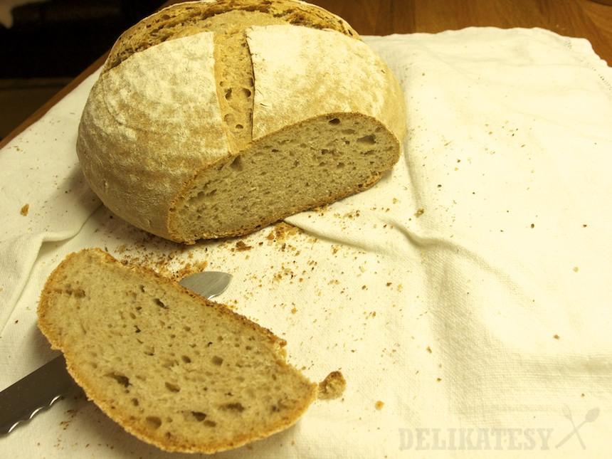 Hotový chlieb s jačmenným mlátom