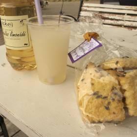 Levanduľová limonáda, drž aj sušienky
