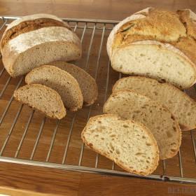 Nakrojený celoražný a pšeničný chlieb